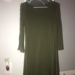Express green dress with tie detailing on sleeve!
